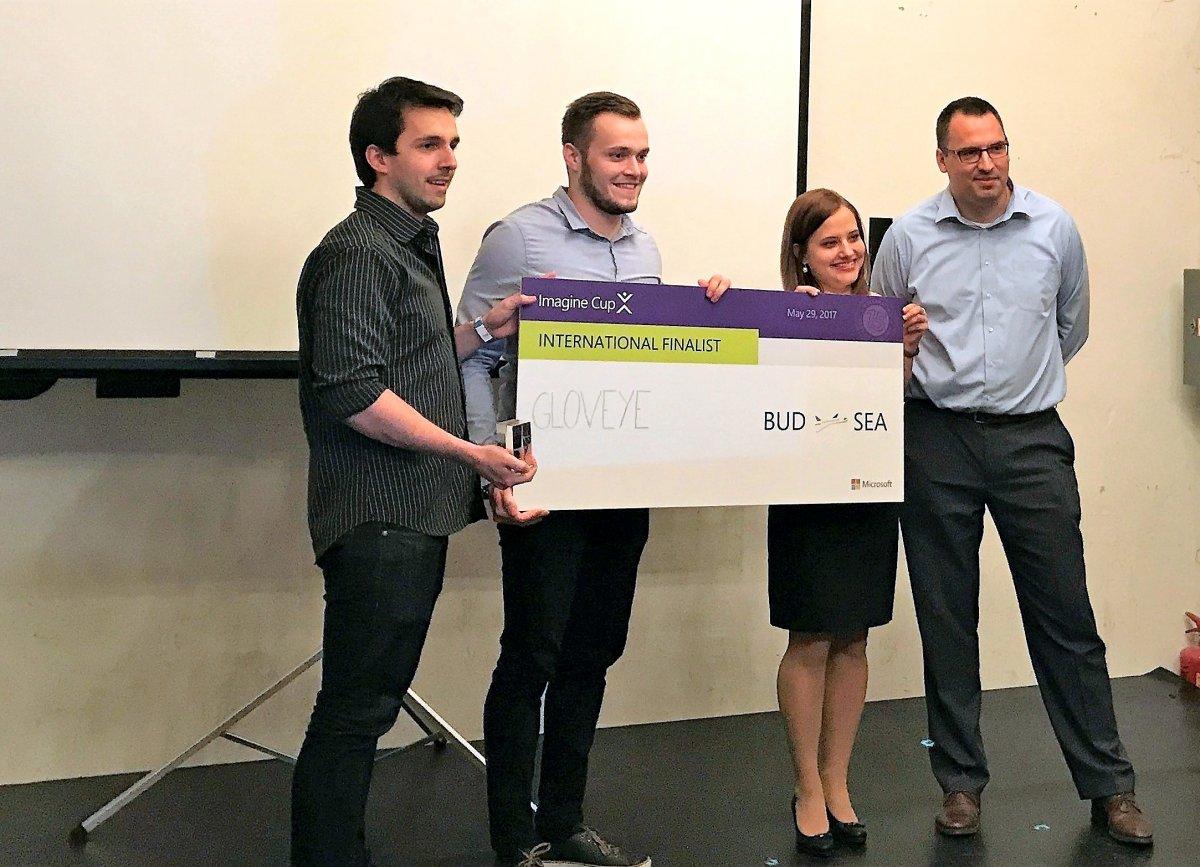 Látássérült emberek életét könnyítő magyar app jutott ki a Microsoft világversenyére