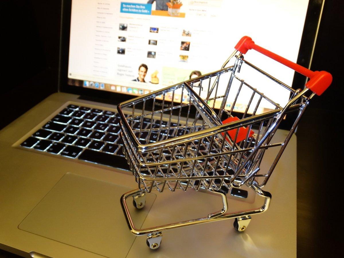 Egyre többet vásárolunk online, már bankkártyával is