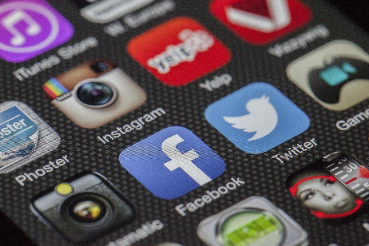 Négyből három magyar jelen van közösségi oldalon