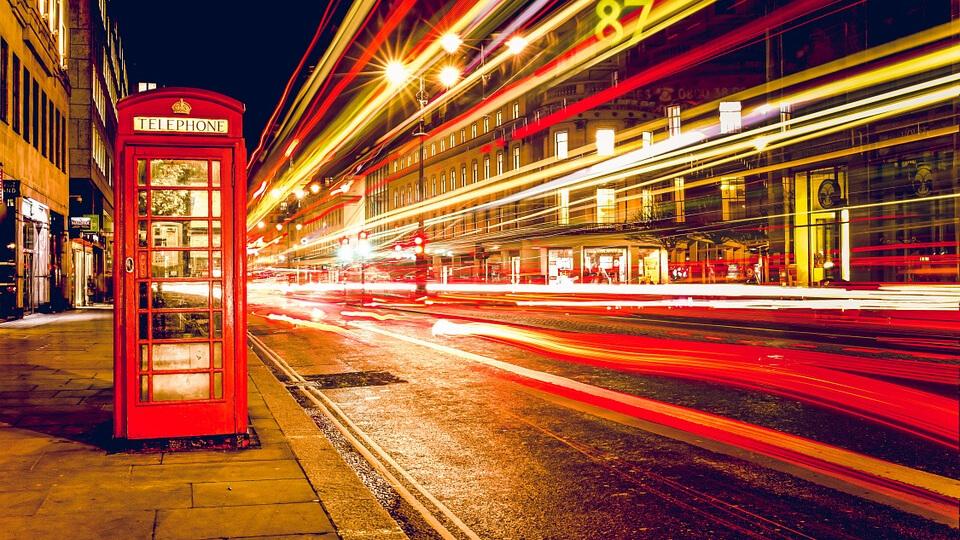Sok a telefonfüggő a britek között