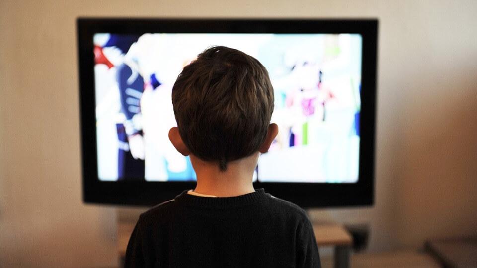 A WHO szerint kétéves kor előtt semmilyen képernyőt ne nézzenek passzívan a gyerekek
