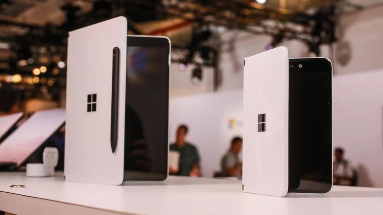 Minden kiszivárgott a széthajtható Microsoft telefonról